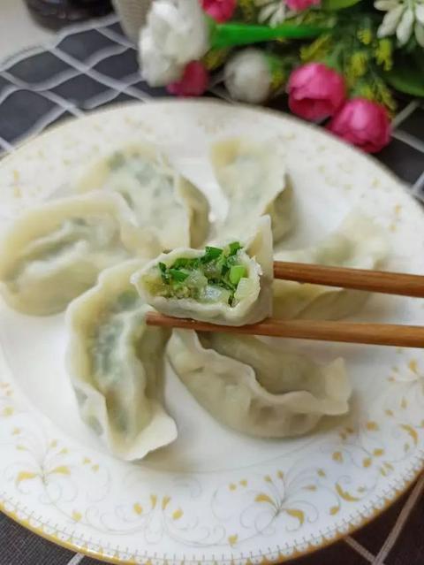 冬至吃饺子,调这馅准没错,香味浓郁,鲜嫩多汁,一次3盘不够吃