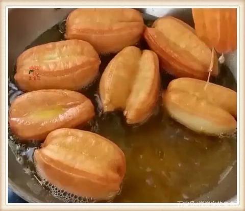 爱吃油条在家做,1碗面粉加1个鸡蛋,不放泡打粉照样个个酥脆